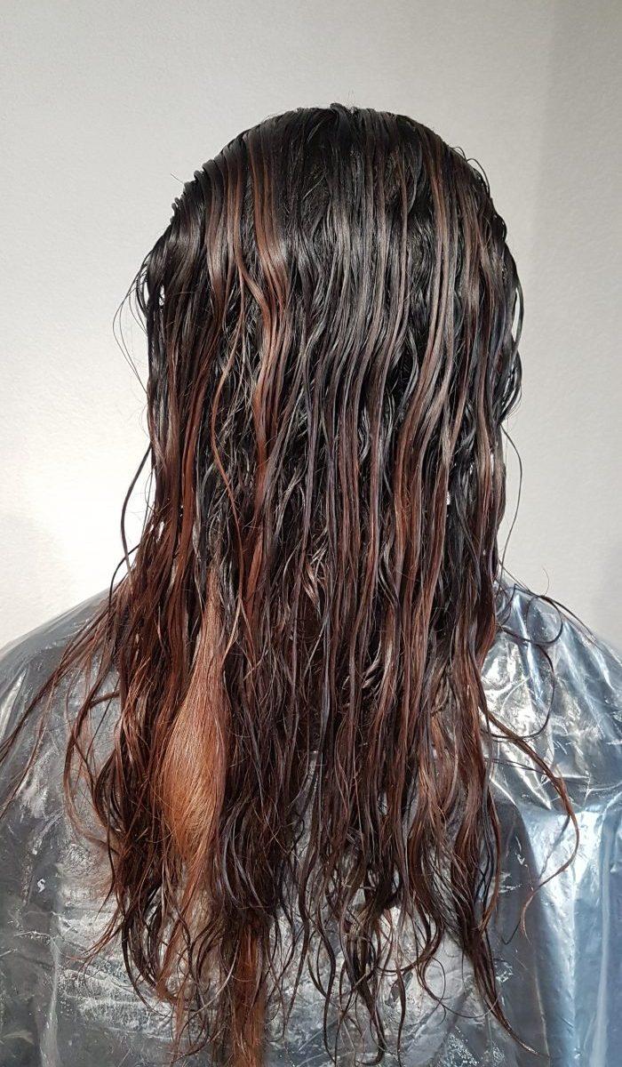 Kundenbeispiel während der Keratin Haarglättung